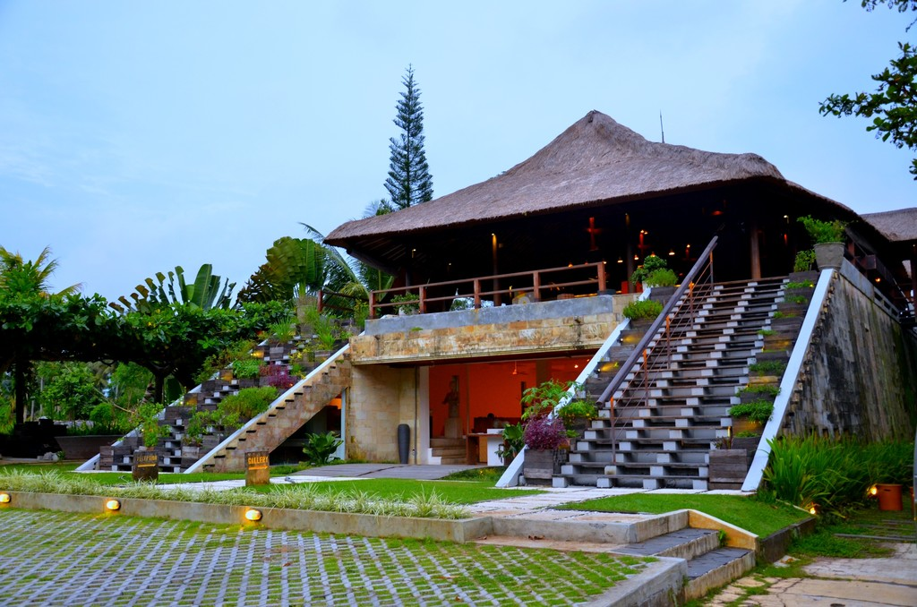 Villa Complex with Restaurant, Art Gallery and Gelato Parlour and Laboratory on 4600 sq. m of land for Sale 10 Minutes from Ubud