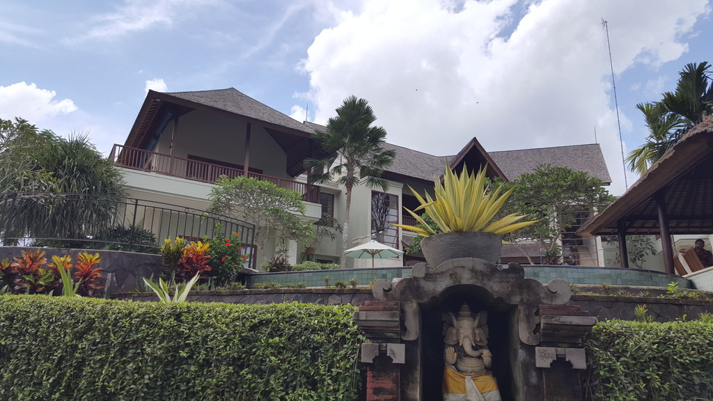 Luxurious 4 Bedroom Villa for Sale on 1600 sq. m of Freehold Land 15 Minutes from Ubud