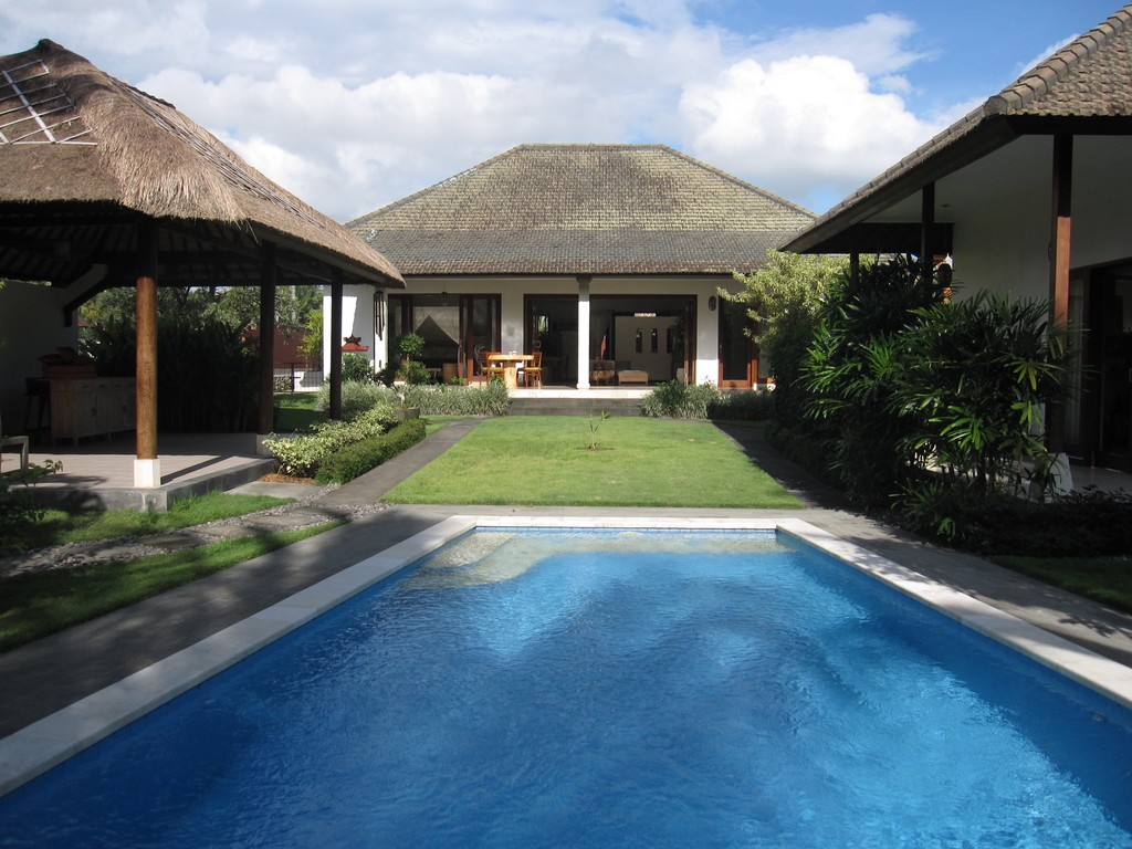 4 Bedroom Villa for Sale on 1200sq m of Leasehold Land located 5 minutes from Ubud Center