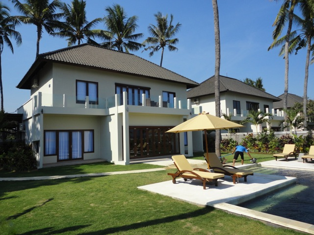 Beautiful 4 Bedroom Beachfront Villa for Sale on 950 sq m of Freehold Land in Singaraja