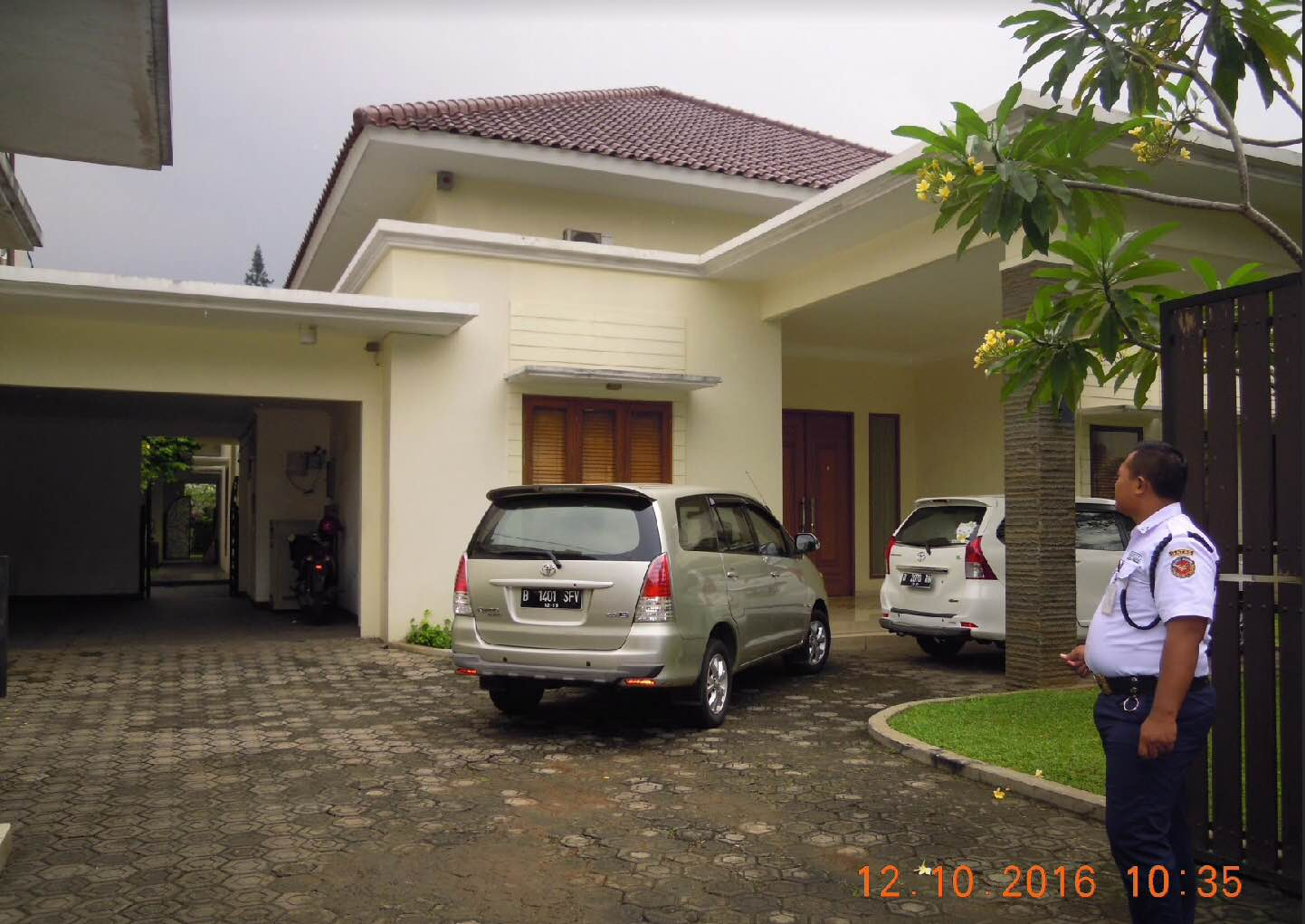 Rumah luas dengan taman yang asri di cilandak