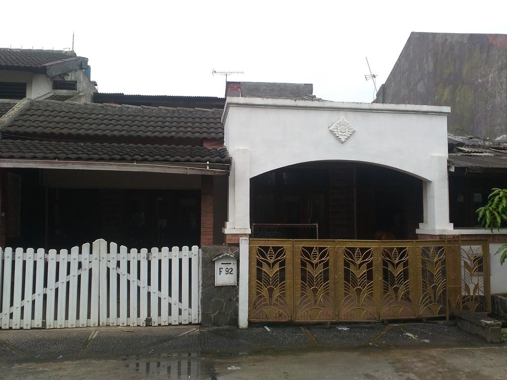Rumah di jatikramat indah estate