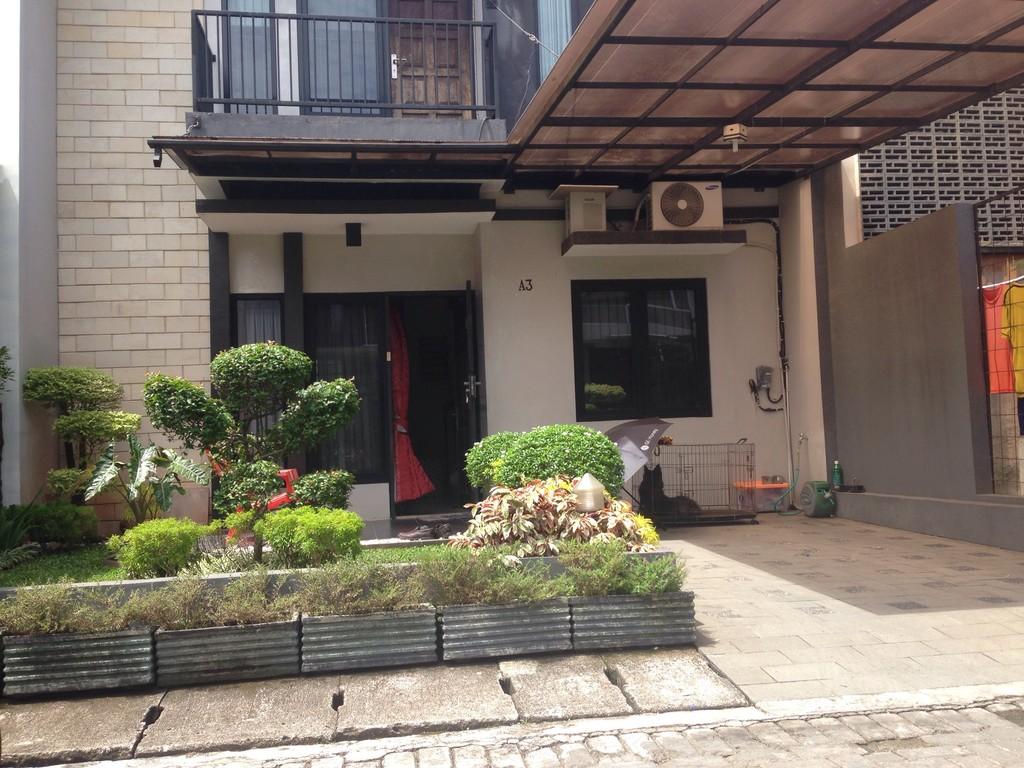 Rumah Mungil di Pekayon Resident