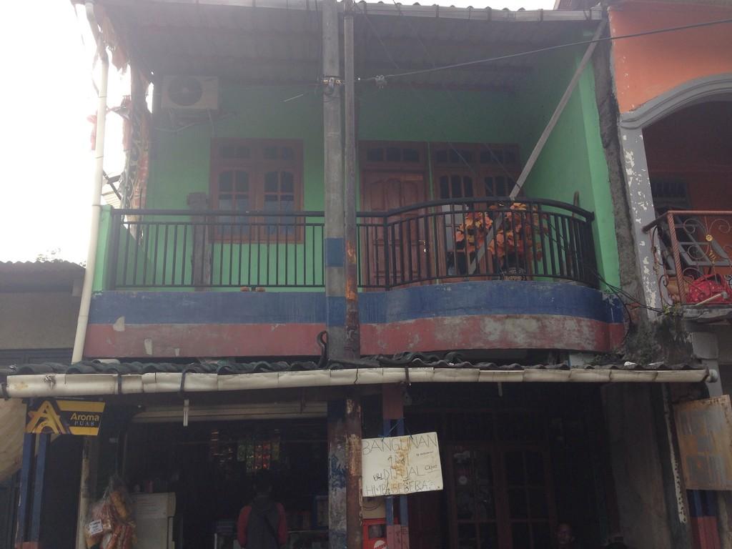 Rumah usaha di Jatibening Baru - Pondok Gede