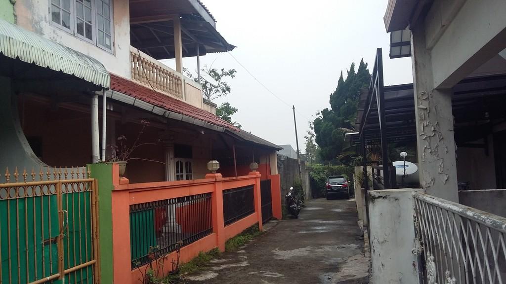 Rumah Hoki di Jatiwaringin