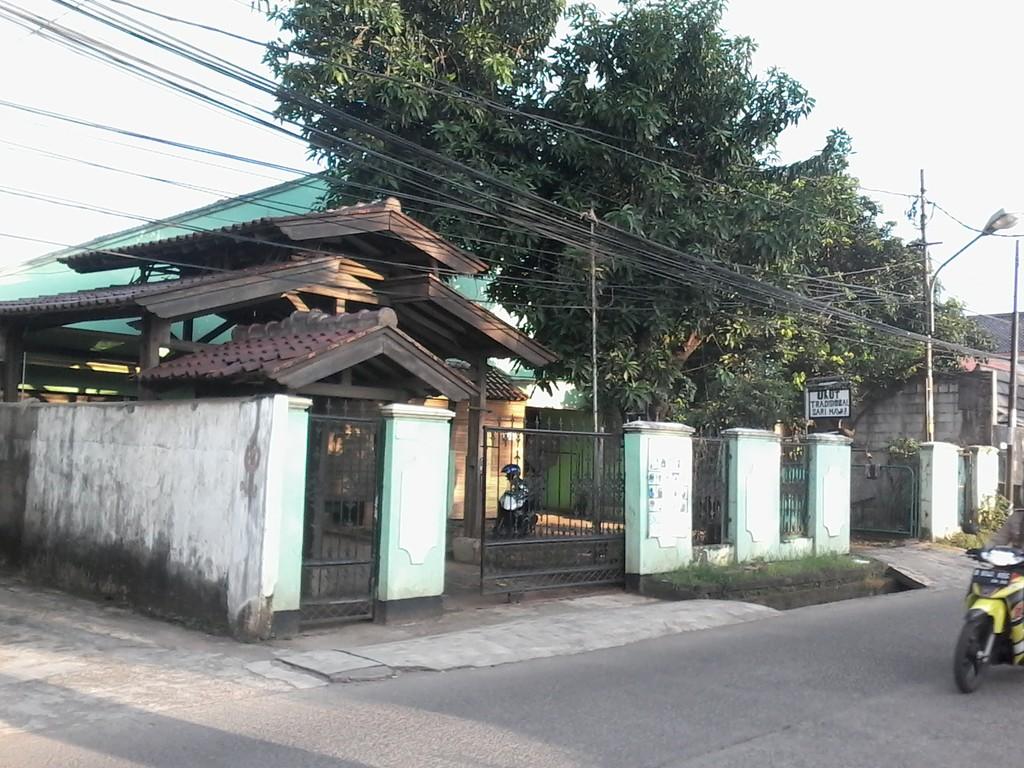 Rumah Bisa untuk Usaha di Jl. Bintara Jaya Raya Bekasi !!!