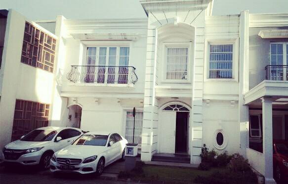 Rumah model klasik dalam Townhouse IMPERIAL RESIDENCE - Cilandak/Jagakarsa.