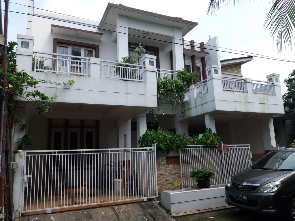 Rumah exclusive dua lantai
