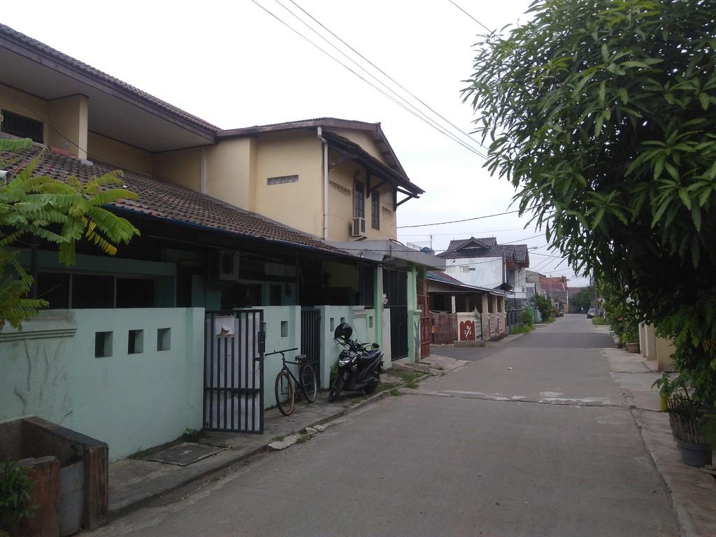 Rumah Hoek di Jati Unggul Harapan Jaya Bekasi