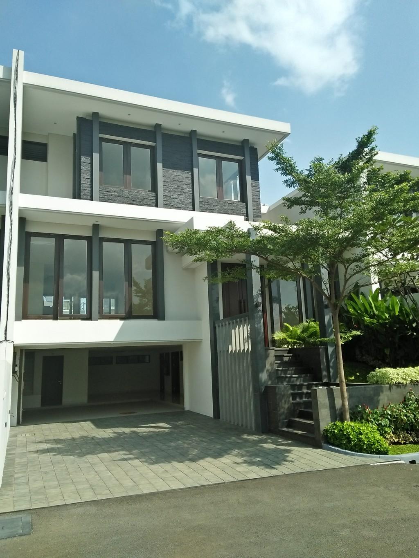 Rumah MEWAH, BRAND NEW dan  dalam area townhouse yg LUAS (1,5 ha) - Ampera, Jakarta Selatan.
