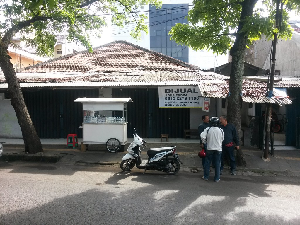 JUAL CEPAT!!! Strategis untuk usaha di Jl.Cibaduyut Lama, Bandung