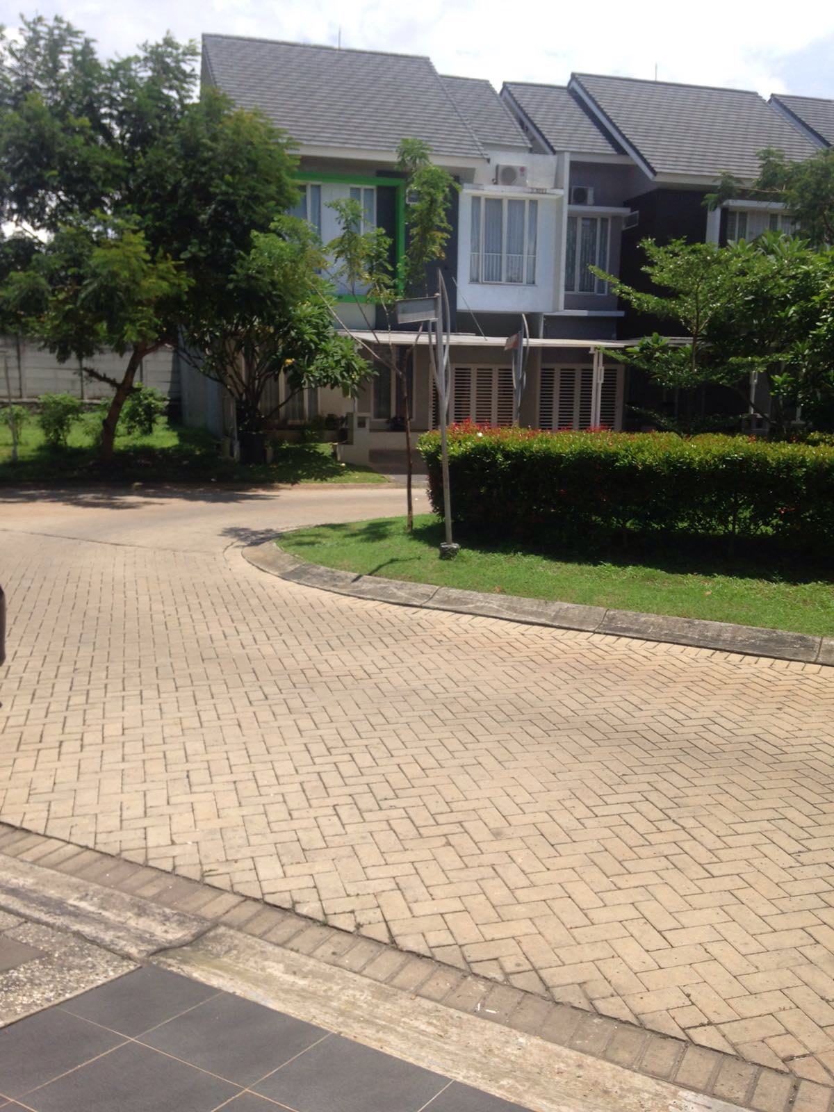 HOT SALE !!! Rumah Nyaman dan Siap Huni @Emerald View, Bintaro Jaya
