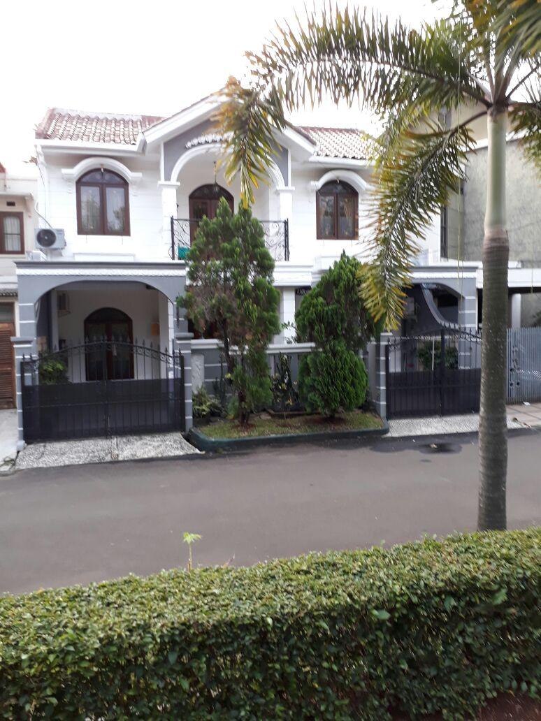 Rumah Homey 2 Lantai (Semi Furnished) di Bintaro