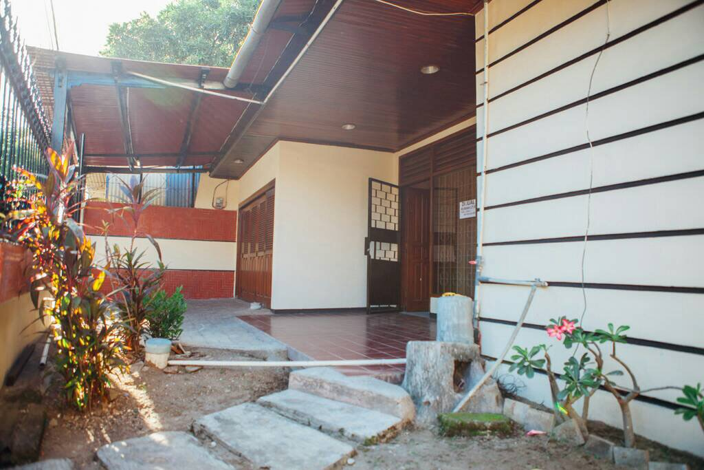 House for Rent 250 Sqm In Great Location Kuta