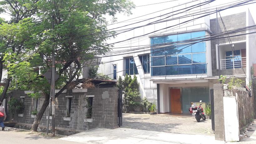Rumah di Tebet, Lokasi Strategis, Di Jalan Utama, Luas Tanah 431 m2