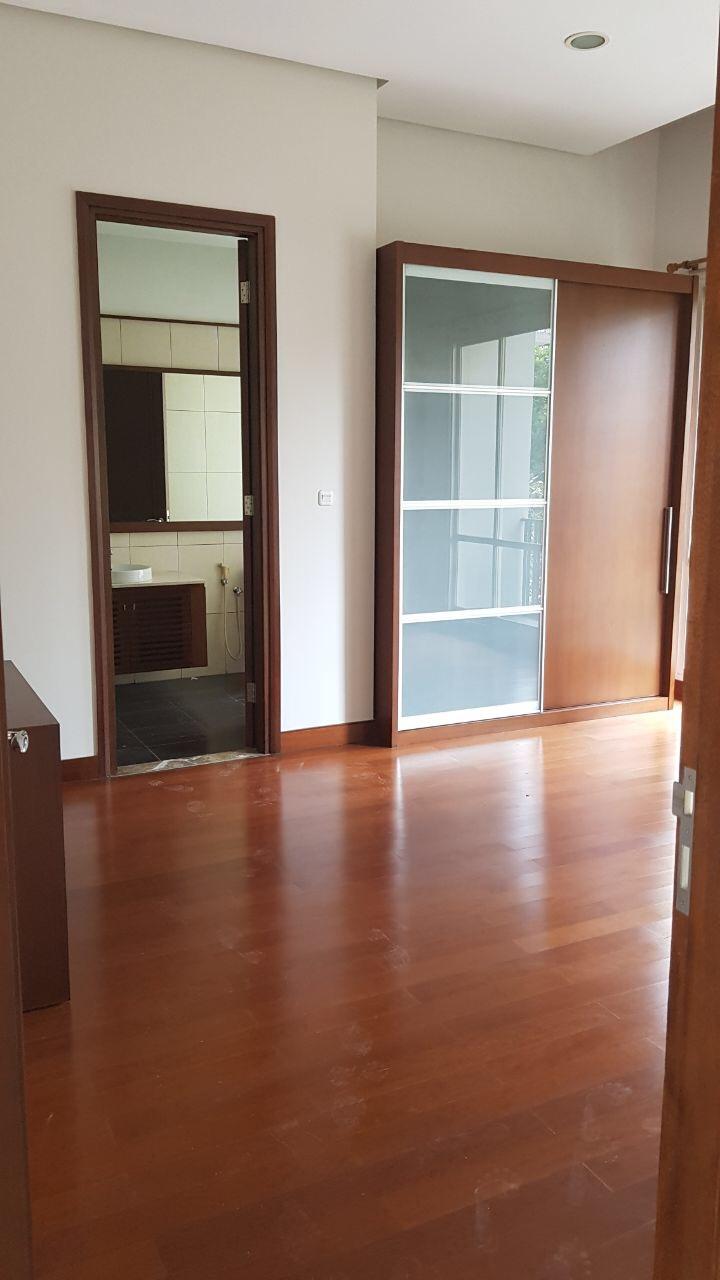 Rumah modern 2 lantai di sewakan di Kebayoran Baru.