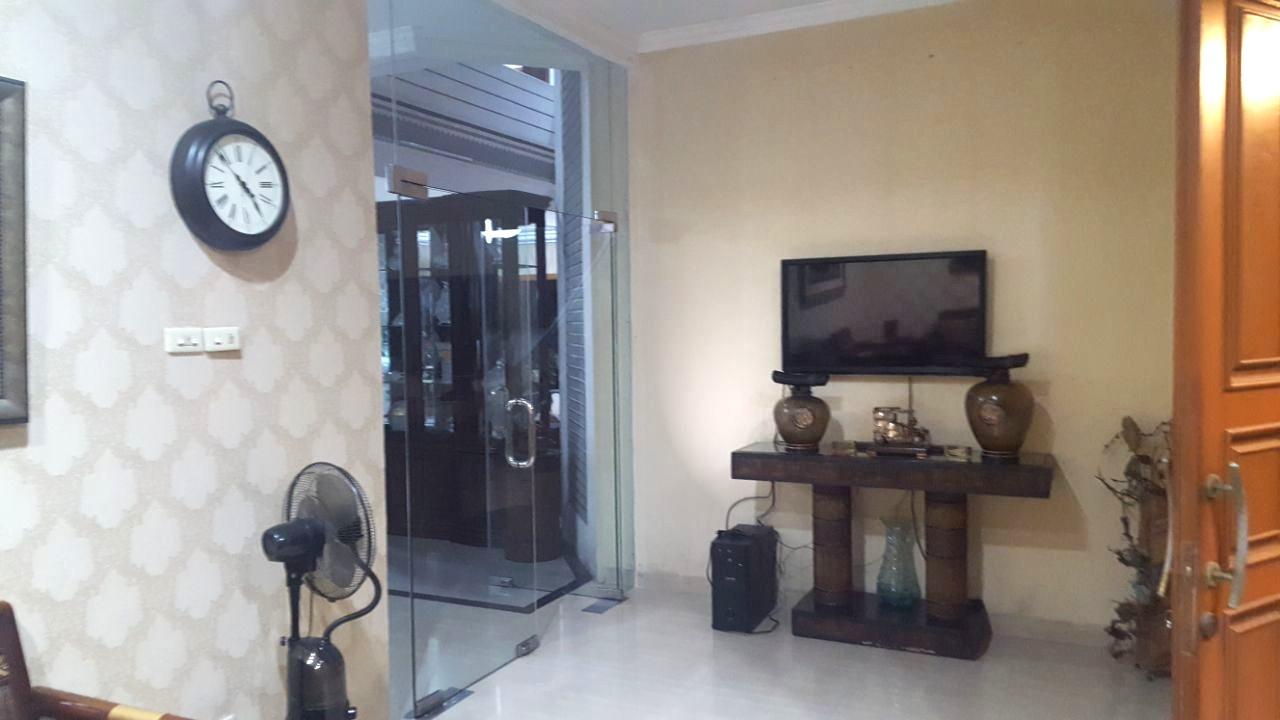 Rumah Besar GG.Arab Pejaten Timur Jakarta Selatan