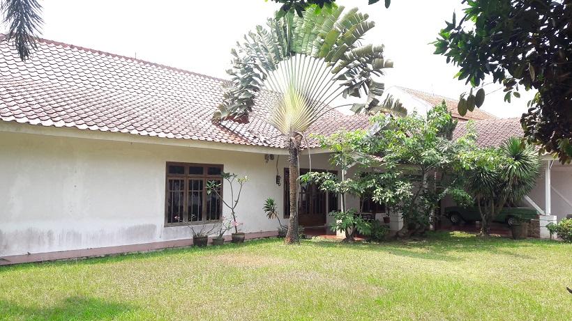 Rumah Cantik di Pondok Aren, Halaman Luas, SHM, LT 1852 m2