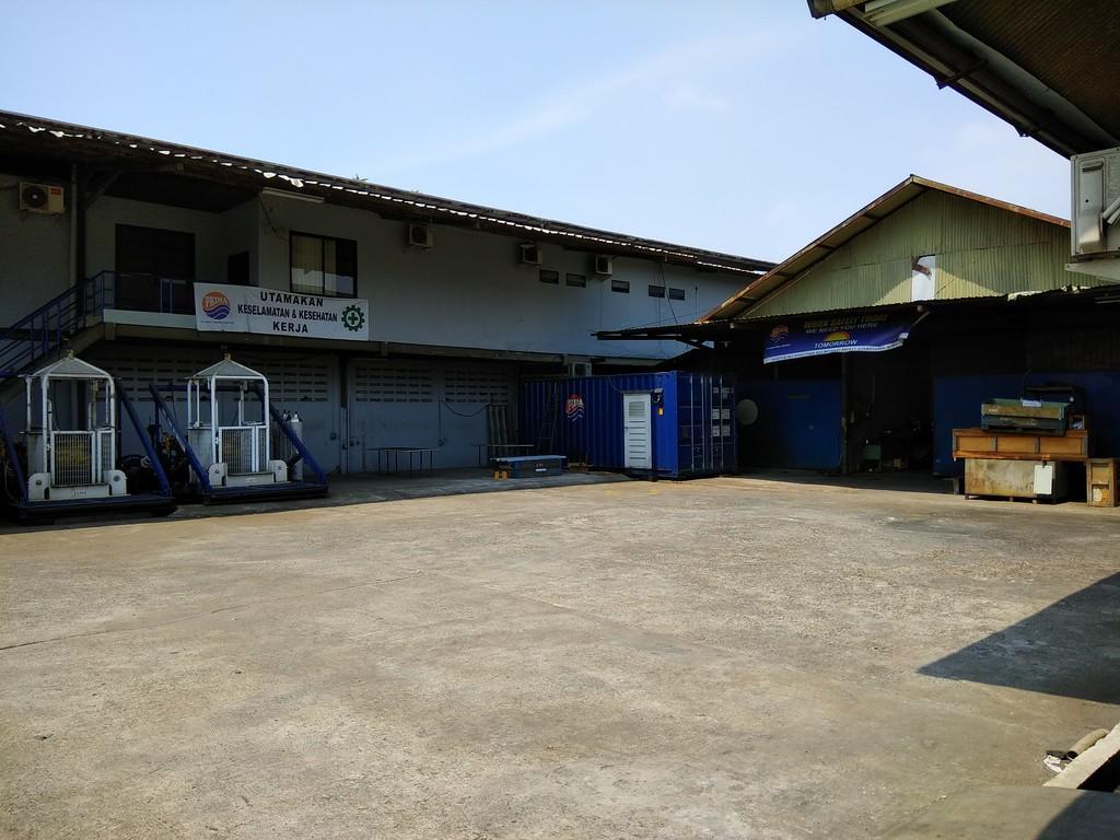 Gudang dan Industri dijual di Bekasi Barat, Depan Jalan Utama