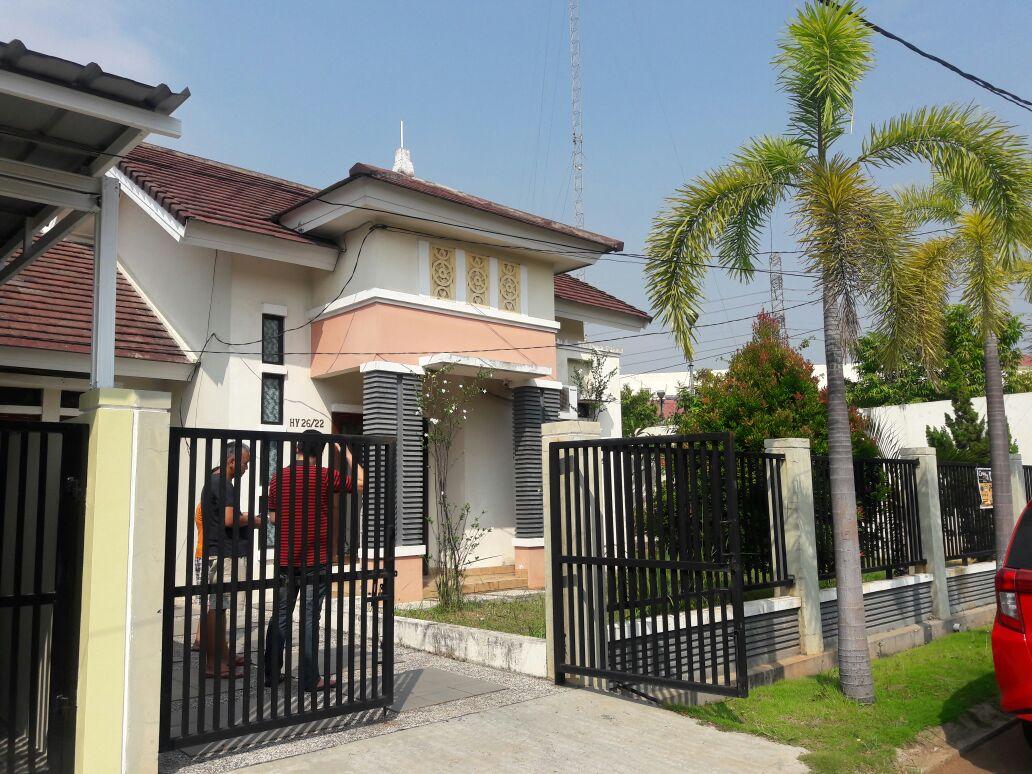 Rumah luas 285 meter siap huni @ Aralia HY Harapan Indah Bekasi