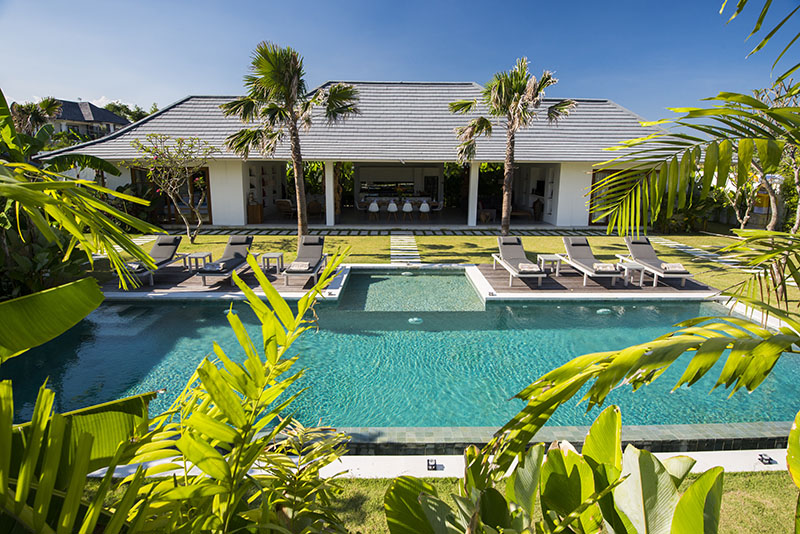 3 BEDROOM LEASEHOLD VILLA CANGGU ONLY 5 MINUTE RIDE TO THE BEACH