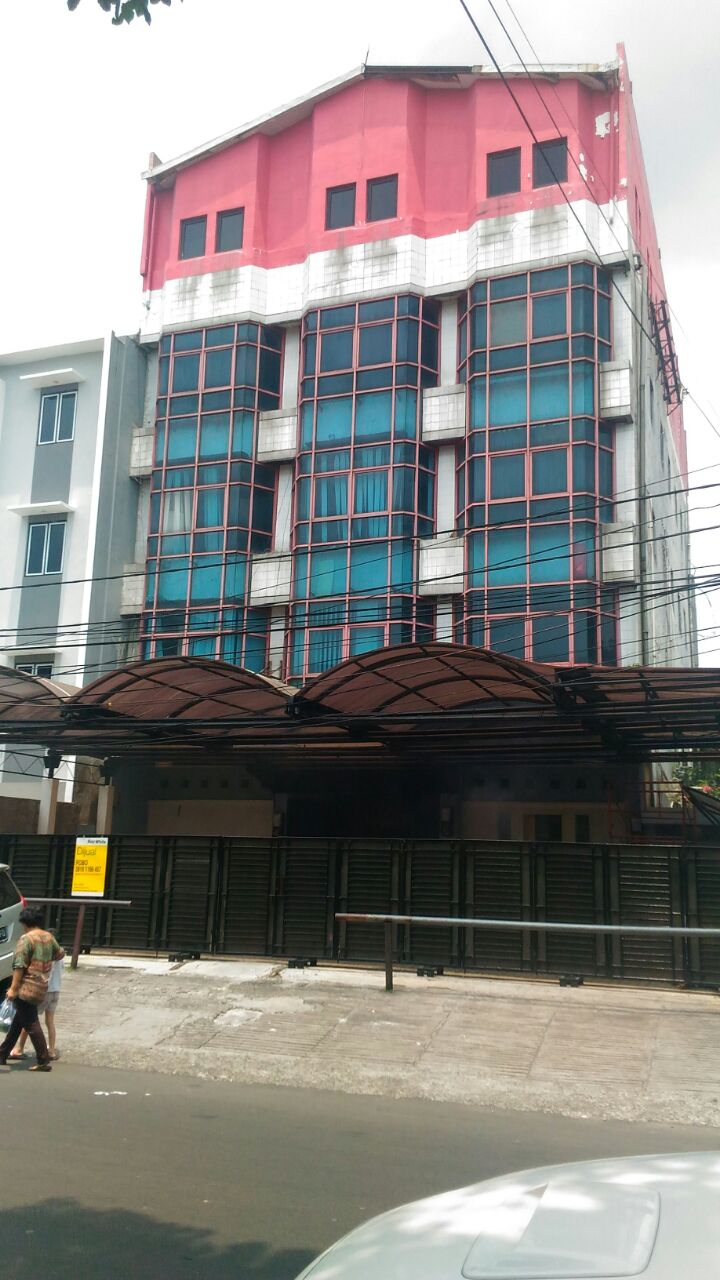 Dijual Gedung 5 Lantai, Bangunan Terawat, Siap Pakai, cocok untuk Perkantoran dengan Lokasi Strategis