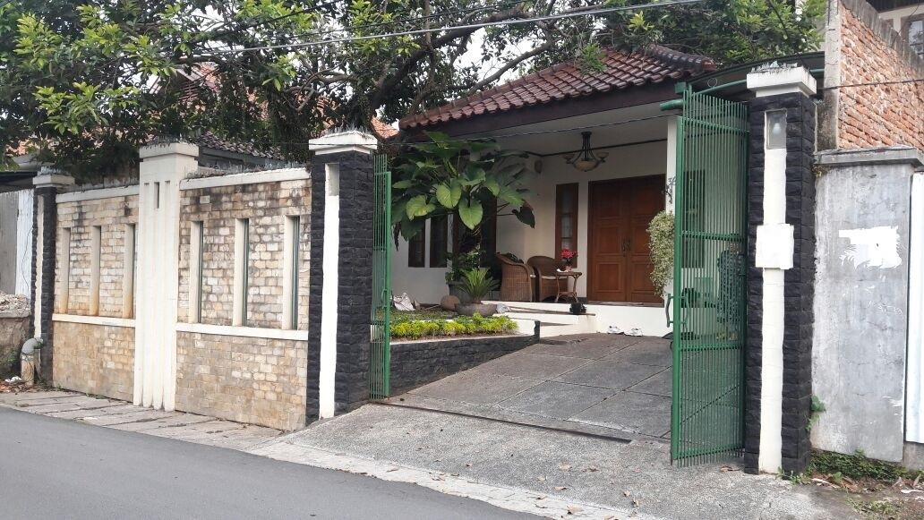 Rumah di Lebak Bulus, Lokasi Startegis, Terawat, SHM, Luas Tanah 300 m2