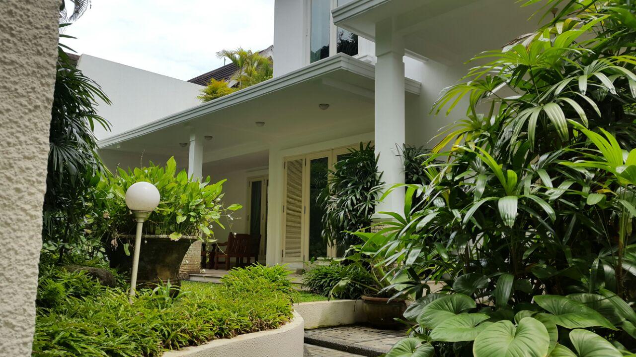 Rumah Bagus Disewa di area Kebayoran Baru