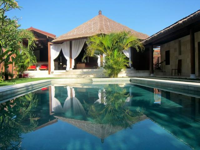 CHARMING VILLA FOR SALE LOCATED IN NYANYI BEACH