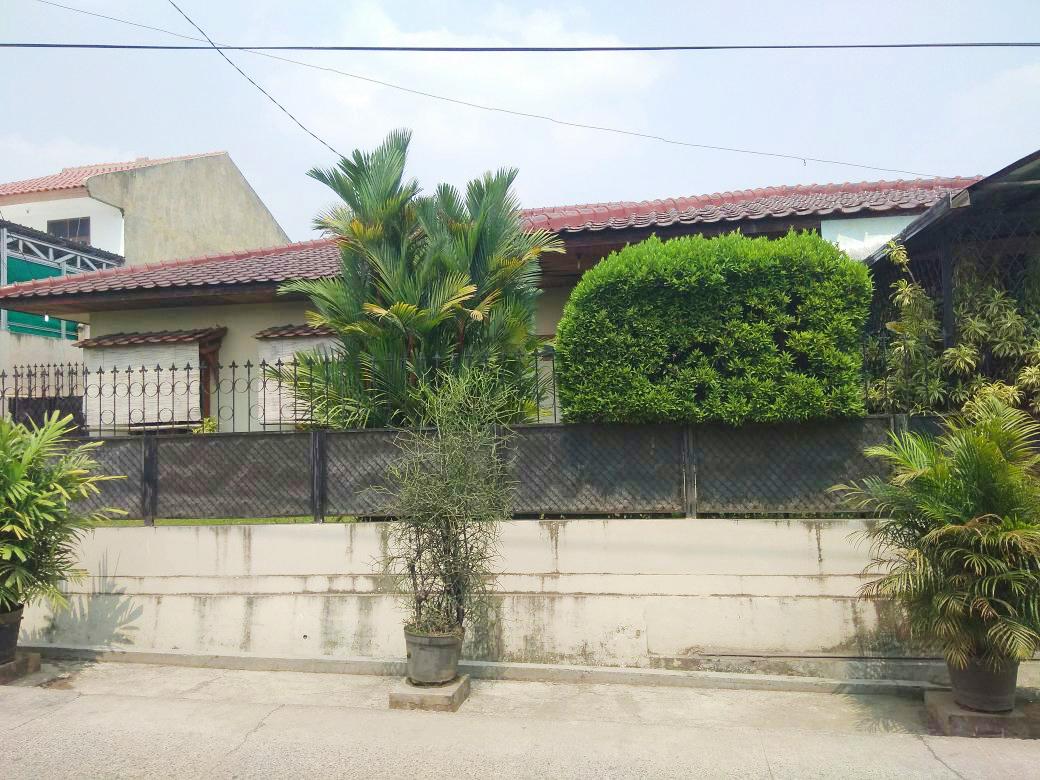 Rumah HOT SALE!!! Dijual Cepat Rumah, Lokasi sangat Srategis Di Jurang Mangu, Bintaro