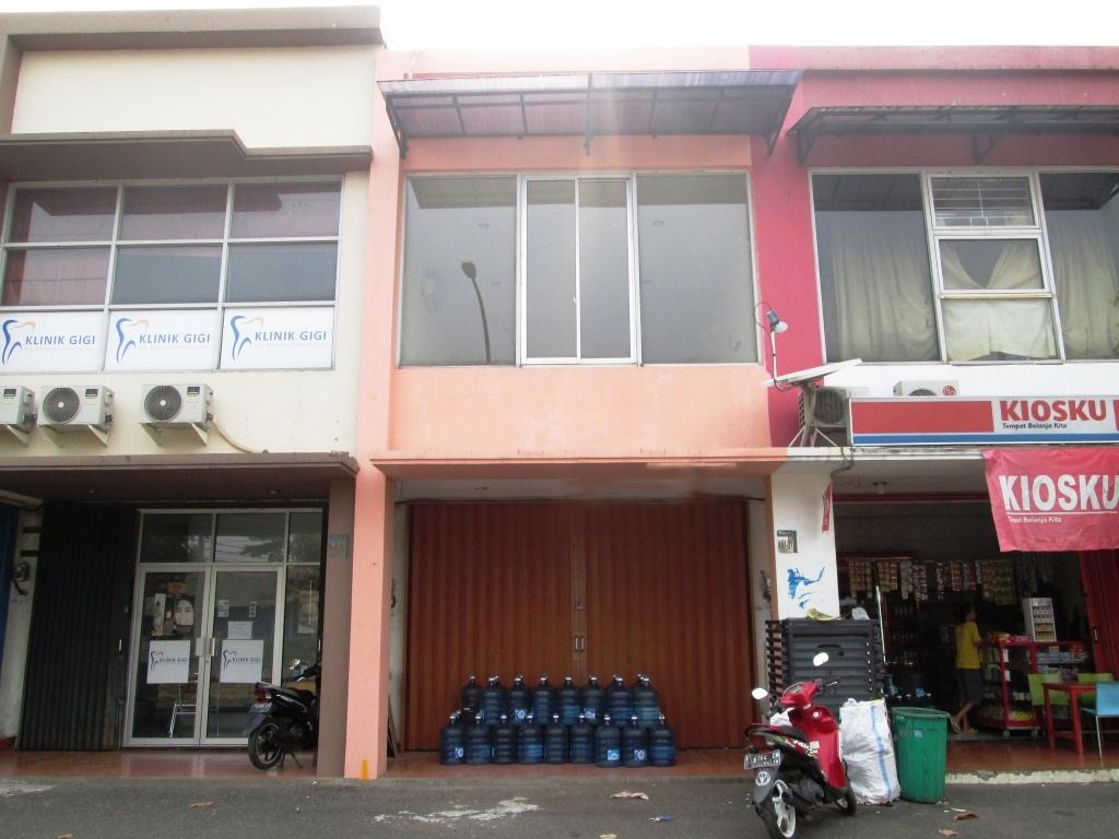HOT SALE !!! Ruko Siap Pakai dan Lokasi Sangat Strategis @Ruko Emerald Boulevard