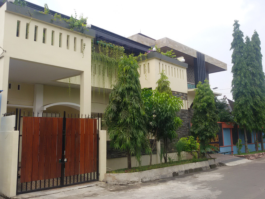 Rumah Cantik Siap Huni Sudah Renov di Boulevard Hijau, Harapan Indah