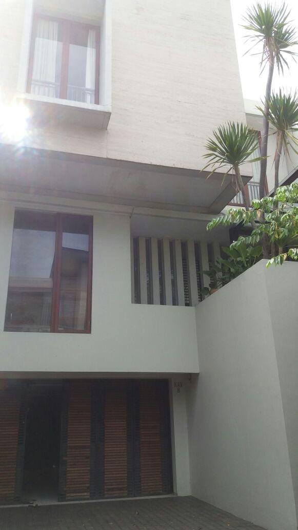 Di Jual Rumah Townhouse Exclusive di Cilandak Tengah Raya