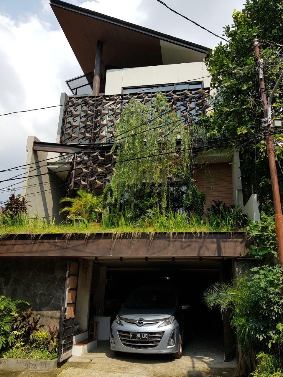 CILANDAK, Jakarta Selatan - Rumah Modern area BDN.