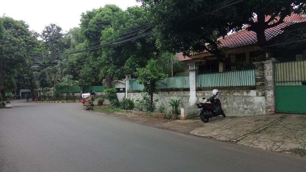 Dijual Rumah Hitung Tanah di Jl Cikatomas, Kebayoran Baru, Jakarta Selatan