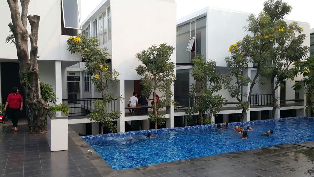 Kemang Timur - Rumah modern dalam kompleks townhouse Kemang Kolonie