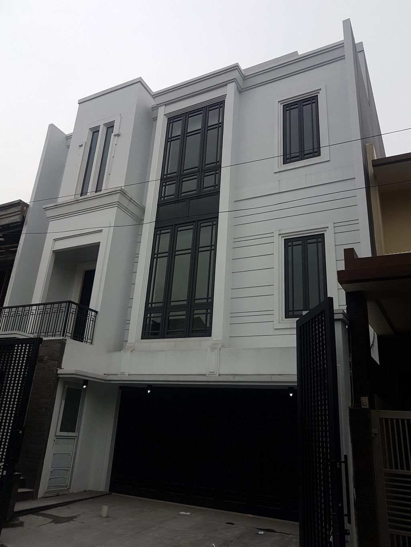 Rumah Mewah di Kawasan Pondok indah dengan Lift,3+ lantai