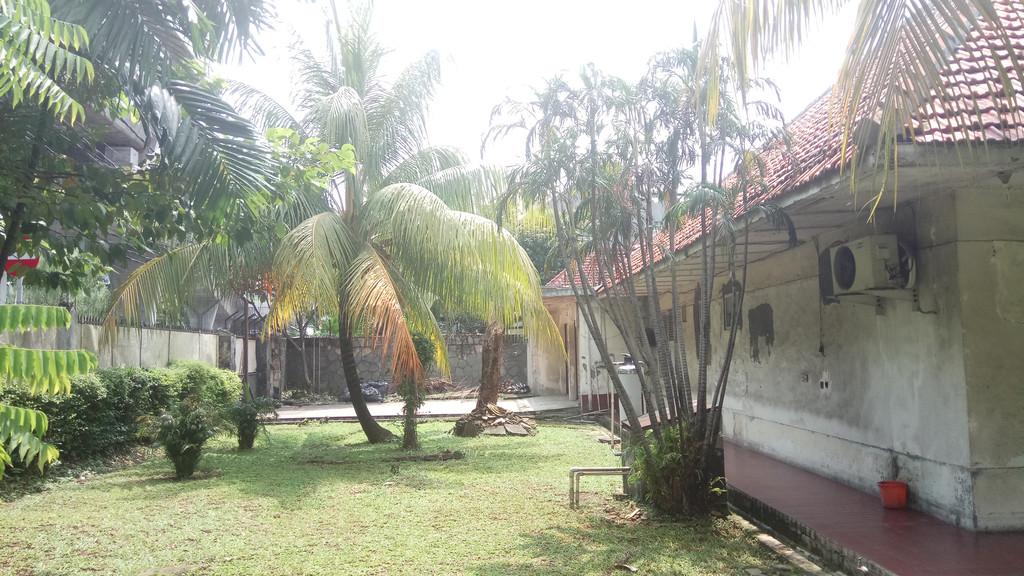 Dijual Rumah Lama HItung Tanah di area Jl Gunawarman - Woltermonginsidi , Kebayoran Baru