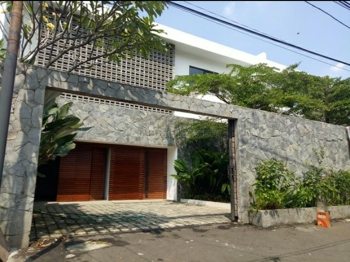 Dijual Rumah Mewah Bangunan Baru di Cilandak,Lingkungan Bagus Lokasi strategis