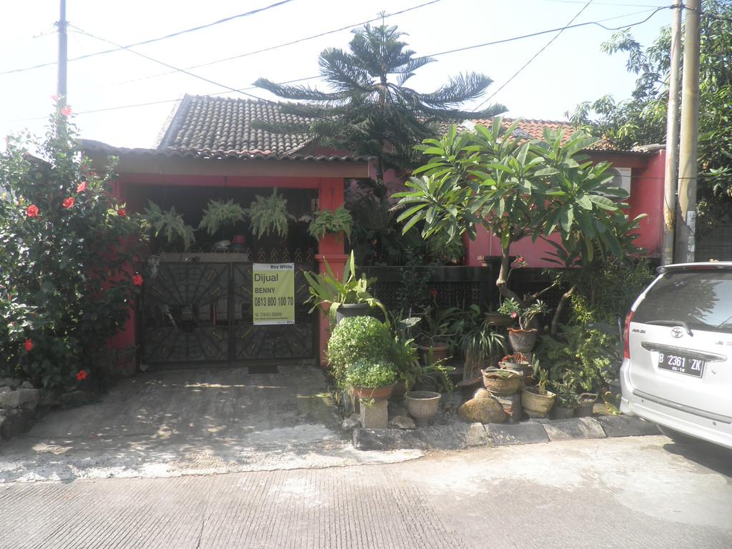 Dijual Segera Rumah Cantik (Hoek) di Perum Bumi Anggrek Harga Cuma 600 Jutaan