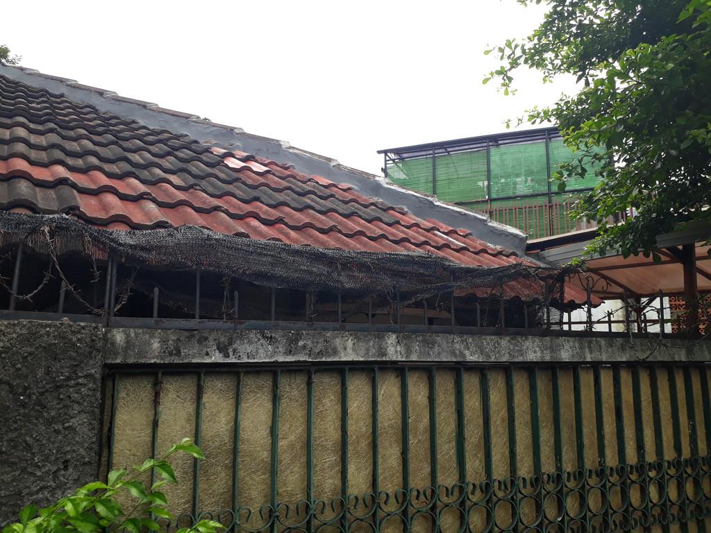 Dijual Rumah Tua Hitung Tanah di WIdya Chandra VIII
