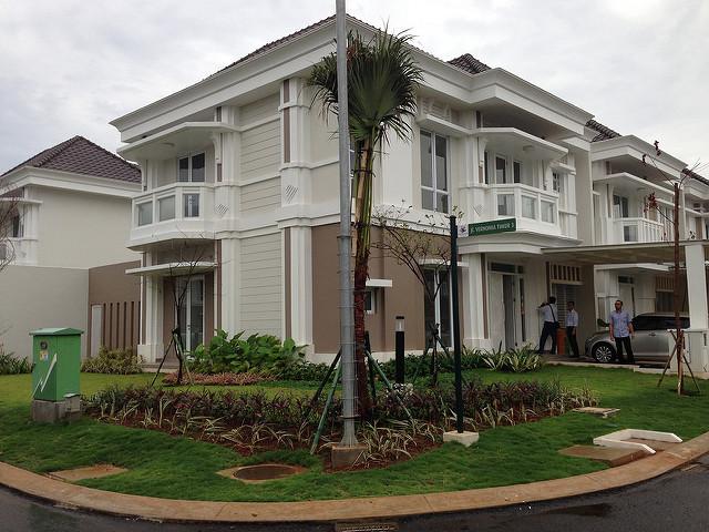 Hoek, CLUSTER VERNONIA Summarecon Bekasi Rumah Baru Siap Huni