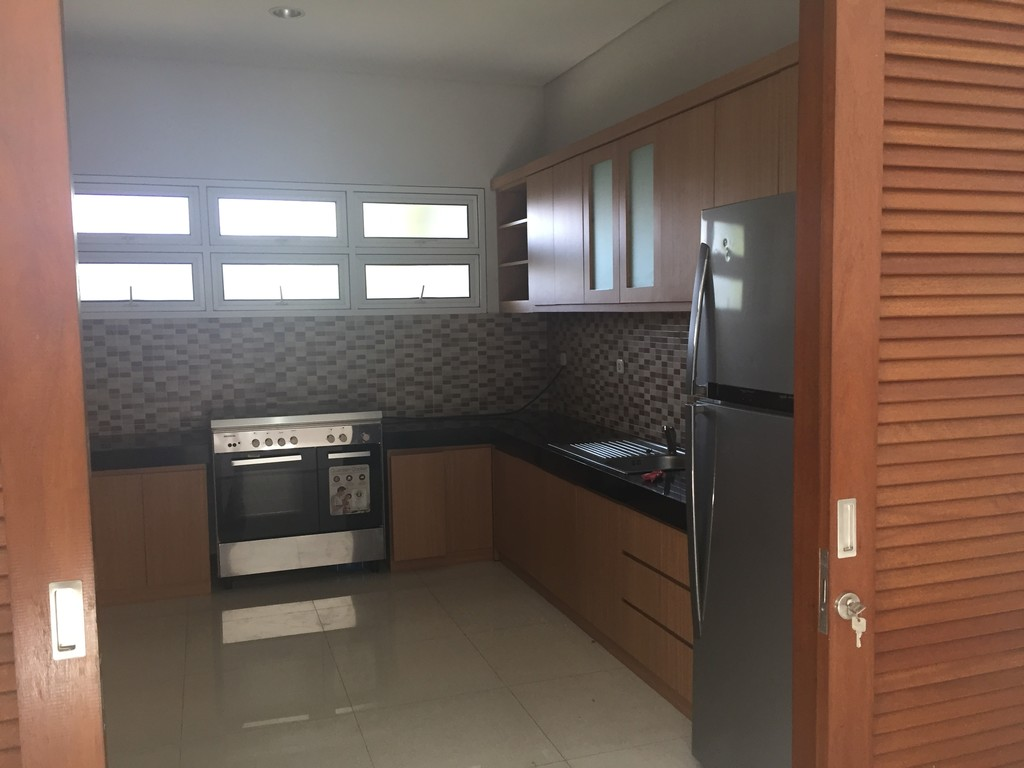 2 storey modern minimalis house wth swimming pool and full equipted kitchen in Senopati Area, Kebayoran Baru