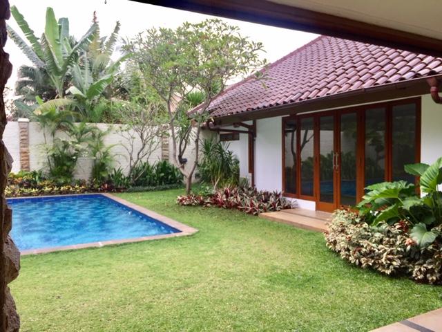 Rumah bagus semifurnished 2 Lantai bergaya Modern