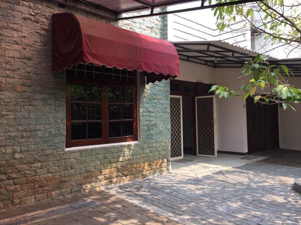 Jl Cilandak V - Di Sewakan rumah 1 lantai