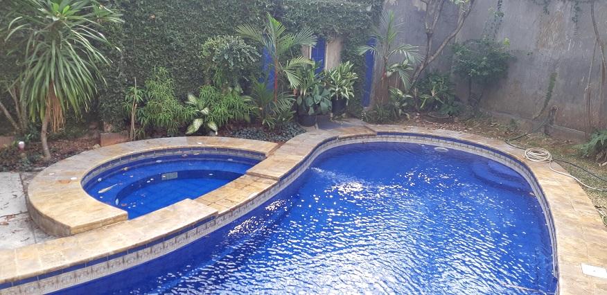 Rumah di Jeruk Purut, Cilandak, Terawat Baik, Private Pool, SHM