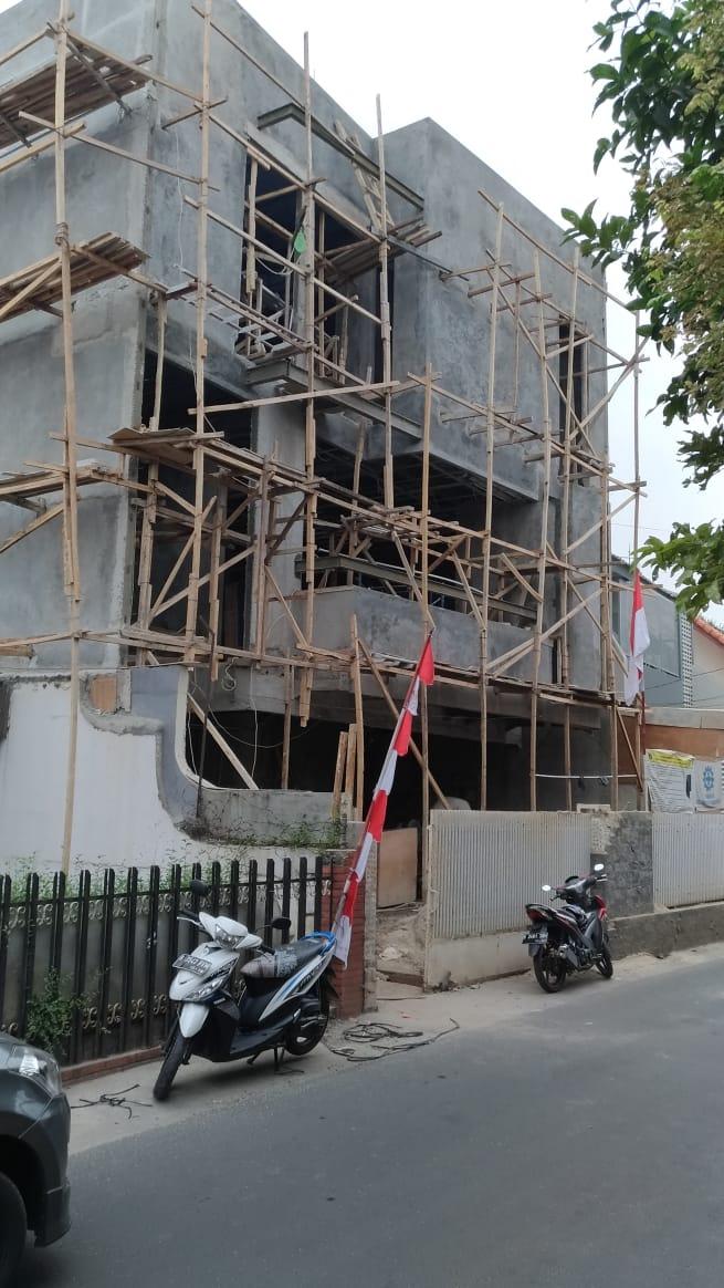 Haji Abu Cipete - Rumah Baru 3 Lantai Dengan Garasi Luas