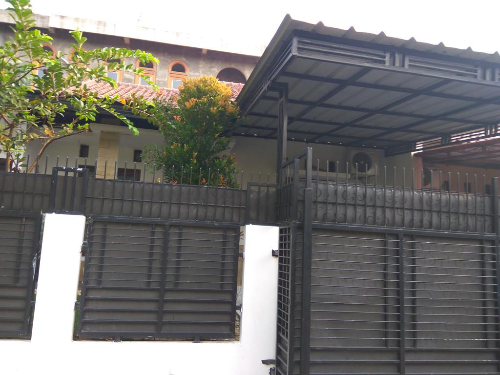 Depok Pancoran mas 750 jt  rumah cantik asri bersih tenang strategis LT :105 LB: 70