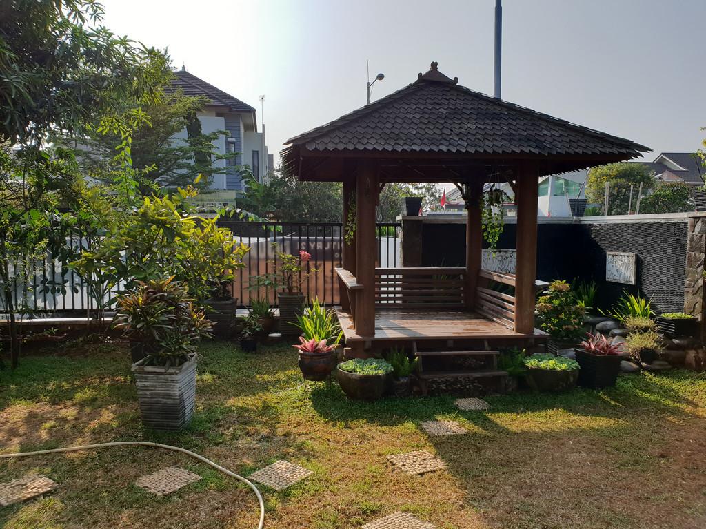 Dijual Rumah Hoek Mewah di Heliconia Harapan Indah Bekasi